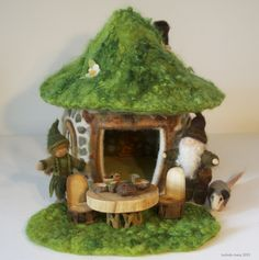 Willodel: FELTED SOD ROOF GNOME HOME