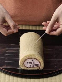 Garnish & Gilding - How to cut cake rolls with thread from http://trendy.nikkeibp.co.jp/article/column/20120224/1039814/?SS=expand-hitken=887387822