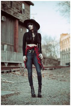 Lace up crop top paired with dark witchy accessories. Source by Fashion outfits Modern Witch Fashion, Dark Fashion, Grunge Fashion, Gothic Fashion, Autumn Fashion, Crop Top Outfits, Rock Outfits, Grunge Outfits, Fall Outfits