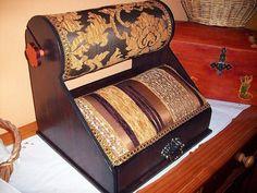 Mundillo para encaje paso a paso | Hacer bricolaje es facilisimo.com. Make a Mundillo pillow.