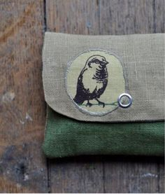 Birdie printed pouch