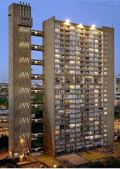 ART PICS: Flat 130 at  Ernö Goldfinger's Balfron Tower
