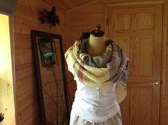 コットンの糸で織った ストールです。縦糸にアンゴラシルクの糸を使用しました。緯糸はコットンです。ネイティブアメリカンの様な カジュアルなストールが出来たと思い... ハンドメイド、手作り、手仕事品の通販・販売・購入ならCreema。