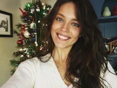 2017 Fall Fashion Trends, Autumn Fashion, Emily Didonato, Z Photo, Merry Christmas Everyone, Beautiful Actresses, Pretty People, Maybelline, Fashion Models