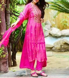 Buy Purple Panchi by Malvika Gupta Pink Georgette Printed Palazzos Set online in India at best price.Colour: Pink Fabric: Kurti- Georgette, Palazzos - Crepe, Dupatta - Chanderi Type Of Work: Printed This Dress Indian Style, Indian Dresses, Indian Outfits, Indian Wear, Kurti Designs Party Wear, Kurta Designs, Dress Designs, Ethnic Fashion, Indian Fashion