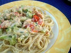 Pasta with broccoli Pasta Recipes, Vegan Recipes, Cooking Recipes, Cream Pasta, Broccoli Florets, Linguine, Greek Recipes, Cherry Tomatoes, Food Processor Recipes