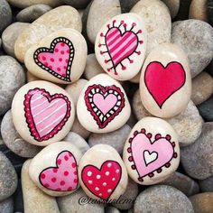 Easy Paint Rock For Try at Home (Stone Art & Rock Painting I .- Easy Paint Rock For Try at Home (Stone Art & Rock Painting Ideas) Archive: 12 Pebble Painting, Love Painting, Pebble Art, Rock Painting Kids, Heart Painting, Garden Painting, Valentine Day Crafts, Valentine Decorations, Valentines