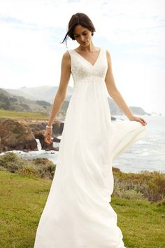 David's Bridal - wg3429 - Empire waist and v-neck wedding dress - perfect for my apple belly.