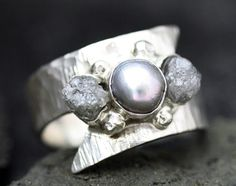 Roh Diamanten und Steel Grey Pearl in strukturierte von Specimental, $415.00