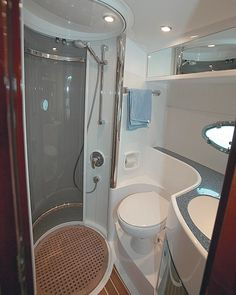 small bathroom The Interior Is Small And Cozy Boat interior design - Daily Home Decorations Small Narrow Bathroom, Modern Small Bathrooms, Tiny Bathrooms, Tiny House Bathroom, Yacht Design, Residence Senior, Astuces Camping-car, Narrowboat Interiors, House Boat Interiors