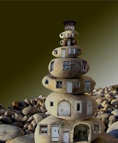 """""""Gratte-ciel"""" (Skyscraper), by Marie Montard, Stacked pebbles Pebble Painting, Pebble Art, Stone Painting, Stone Crafts, Rock Crafts, Pebble Stone, Stone Art, Art Pierre, Rock And Pebbles"""