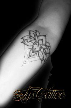 1000 ideas about tatouage fleur de lys on pinterest. Black Bedroom Furniture Sets. Home Design Ideas