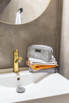 Laituri Toilet bag   Graphic Laituri Toilet Bag is a handy way to carry your everyday makeup arsenal with you. Everyday Makeup, Arsenal, Toilet, Mirror, Bathroom, Bags, Home Decor, Washroom, Handbags
