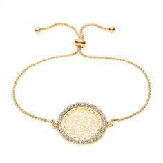 Apostar por una pulsera original en uno de los días más importantes de tu vida, sin duda un gran acierto. Esta es una pulsera que te acompañará no solo el día de tu boda, sino en ocasiones muy especiales. Elige está pulsera ajustable el metal chapado en oro y piedras de Swarovski. Gold Necklace, Pendant Necklace, Boutique, Bracelets, Jewelry, Fashion, Tinkerbell, Fashion Bracelets, Turquoise Stone