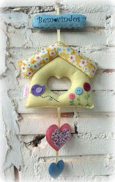 casinha Felt Diy, Felt Crafts, Diy And Crafts, Baby Boy Wreath, Felt Wall Hanging, Fabric Hearts, Fabric Ornaments, Felt Birds, Fabric Birds