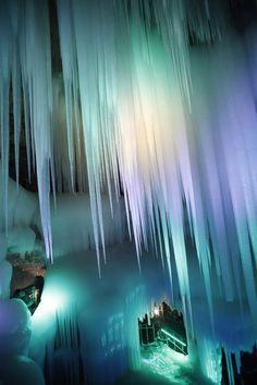 In the area Ningwu, the Xinzhou City to be exact, the ice caves are more than 3 million years old. A light show with lots of colors make the icicles an attractive tourist attraction.