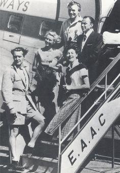 Grace Kelly, Clark Gable, Ava Gardner und Frank Sinatra später im Jahr 1952 verlassen Afrika auf der East African Airways Bezieht sich auf Dreharbeiten zu Mogambo