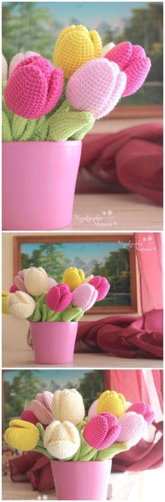 Jarrón con flores de ganchillo que alegran cualquier rincón