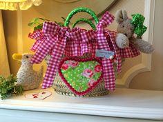 Caperucita Roja: En fucsia ... Home Crafts, Arts And Crafts, Creation Couture, Valentines, Valentine Ideas, Diaper Bag, Apron, Creations, Reusable Tote Bags