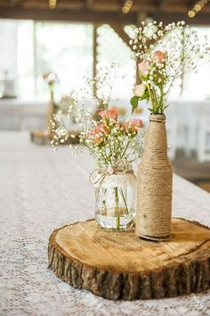 Love those rustic and wooden centerpieces for wedding table! How to Create those Stunning Handmade Wedding Table Decorations - Be at one with the trees Deco Champetre, Deco Floral, Wedding Table Centerpieces, Centerpiece Ideas, Beer Bottle Centerpieces, Centerpiece Flowers, Table Wedding, Wooden Centerpieces, Vase Ideas