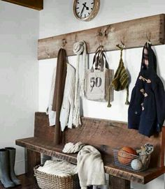 Country Rustic Mudroom - Design photos, ideas and inspiration. Amazing gallery of interior design and decorating ideas of Country Rustic Mudroom in bedrooms, home exteriors, laundry/mudrooms by elite interior designers. Decoration Hall, Decoration Entree, Entryway Coat Rack, Entryway Hooks, Entryway Storage, Garage Entryway, Shoe Storage, Entryway Organization, Entry Foyer
