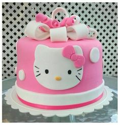 How to Easy Decorate Hello Kitty Head Square Make Birthday Cake Hello Kitty Torte, Bolo Da Hello Kitty, Hello Kitty Fondant, Hello Kitty Birthday Cake, Make Birthday Cake, Frozen Birthday, Girl Birthday, Pretty Cakes, Cute Cakes
