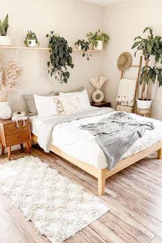 Room Ideas Bedroom, Home Decor Bedroom, Bedroom Inspo, Bright Bedroom Ideas, Wood Room Ideas, Teen Bedroom Inspiration, Classic Bedroom Decor, Bedroom Frames, Vintage Bedroom Decor