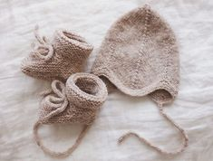Knitted with love. Newborn Outfits, Neutral Tones, Baby Booties, Baby Accessories, Baby Gifts, Winter Hats, How To Make, Handmade, Fashion