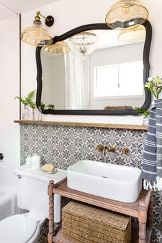 Gray and white pattern bathroom time with pattern floor tile