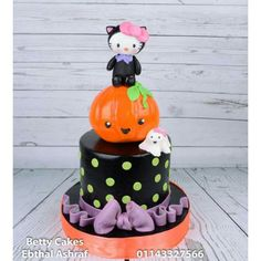 Halloween  Hello kitty  cake  by BettyCakesEbthal