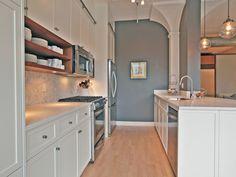 Open shelves & overhead cabinets