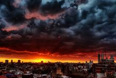 Manuel Savariz Santos is a Spain-born photographer who has lived in Argentina since he was five. He captured the awesome cityscape photographs with cities often under heavy clouds and severe thunderstorm.