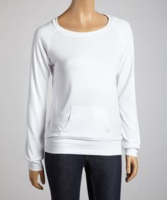 Easy, breezy and effortlessly on-trend, this versatile staple is sure to inspire a series of stylish ensembles. Boasting a sporty raglan silhouette polished off with a too-cute kangaroo pocket, this pretty piece gives way to a wealth of fashion opportunity.