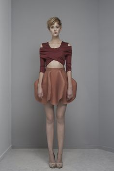 idea for a structured skirt Skirt Fashion, Fashion Art, High Fashion, Fashion Beauty, Womens Fashion, Fashion Design, Fashion Trends, Yiqing Yin, Kinds Of Clothes