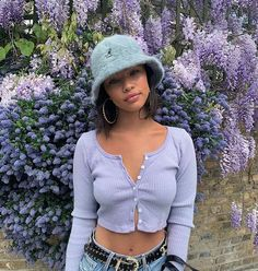 Street style summer style purple outfit pastel outfit cropped cardigan cardigan top bucket hat high waisted jeans hoop earrings gold hoops source by Lila Outfits, Purple Outfits, Mode Outfits, Cute Casual Outfits, Retro Outfits, Vintage Outfits, Vintage Hats, Hat Outfits, Converse Outfits
