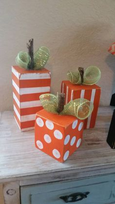 Beautiful Fall Rustic Decoration Ideas For Your Home 38 Fall Wood Crafts, Halloween Wood Crafts, Pumpkin Crafts, Thanksgiving Crafts, Fall Halloween, Holiday Crafts, Wooden Pumpkins, Fall Pumpkins, Adornos Halloween