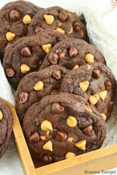 ***Soft and Chewy Chocolate Peanut Butter Cookies ~ craving chocolate and peanut butter? Try these soft and chewy chocolate peanut butter chip cookies! No chilling time required, come together in a jiffy and disappear just as quickly!