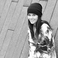 Fashion blogger Lucy de Boer - Lovelybylucy - Arnhem, Holland x Breaking Rocks Palm print jumper.  #breakingrocks #designerbrand #fashionblogger #influencer #styleblogger #palmprints #sweaterlife #ootd #Arnhem #trending #venicebeach #festivalstyle #happy #looks #blackandwhite
