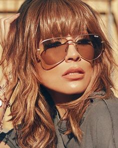 quay x desi perkins - sahara aviator sunglasses - matte gold/taupe - shophearts Bangs With Medium Hair, Medium Hair Styles, Curly Hair Styles, Hairstyles With Bangs, Cool Hairstyles, Wedding Hairstyles, Unordentlicher Bob, Desi Perkins, Brown Hair Colors