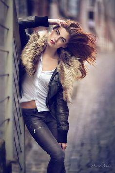 Pretty pose for senior pictures or models. Senior portrait inspiration & ideas. Find more at Monica Hahn Photography #seniorpictureideasforgirls #seniorpictureideas