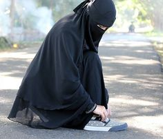 Hijab Niqab, Muslim Hijab, Arab Girls Hijab, Muslim Girls, Hijabi Girl, Girl Hijab, Anklet Designs, Hijab Cartoon, Muslim Women Fashion