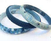 Trio de bracelets bleus laine, liberty et jean personnalisable