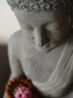 Buda Loto soñando.