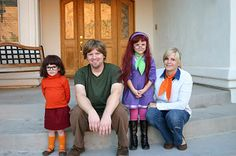 seriously, when the girls are older, we are SO doing this for halloween. and we'll borrow a dog.