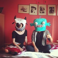 My sister and I decided to make papier mache heads a couple of weeks ago. Papier mache is really fun and easy to do, we just needed to buy s. Paper Mache Head, Paper Mache Mask, Mascara Papel Mache, Paper Mache Animals, Creation Art, Animal Masks, Paperclay, Art Plastique, Puppets