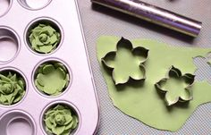 Nice pictorial on making fondant/gum paste succulents