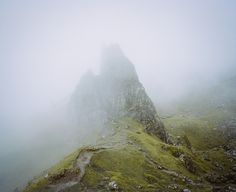 Jared Chambers. #photography #nature #art #photograph #mountain #fog #clouds http://jaredchambers.tumblr.com/post/88307905041/