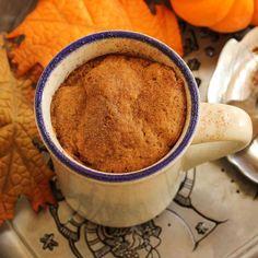Mug cake carotte-cannelle Mug Recipes, Sweet Recipes, Cake Mug, Mug Cakes, Biscuits, Galaxy Cake, Soldering Iron, Food Inspiration, Brunch