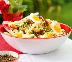 Blumenkohlsalat mit Frühlingszwiebeln und Eiern
