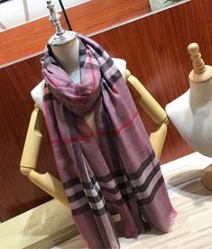 Burberry Clothing, Burberry Outfit, Womens Scarves, Plaid Scarf, Shawl, Cashmere, Clothes, Fashion, Boucle D'oreille